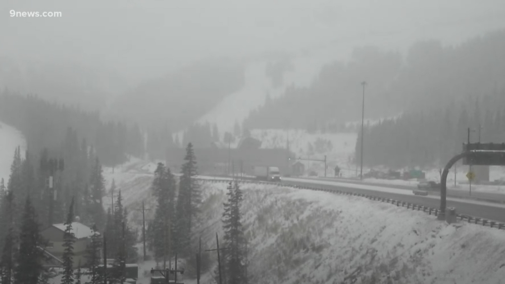 LIVE: Heavy Snow Falling At The Eisenhower Tunnel